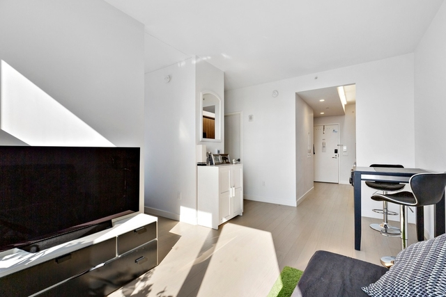 Studio, Long Island City Rental in NYC for $2,500 - Photo 2