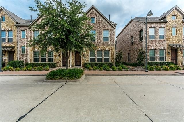 3 Bedrooms, The Town Homes at Legacy Town Center Rental in Dallas for $4,750 - Photo 2