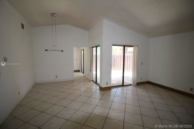 3 Bedrooms, Villa Homes at The Moors Rental in Miami, FL for $2,100 - Photo 2