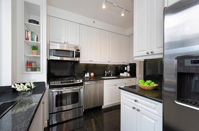 3 Bedrooms, Lincoln Square Rental in NYC for $9,987 - Photo 2