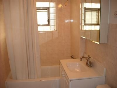 2 Bedrooms, North Center Rental in Chicago, IL for $1,900 - Photo 2