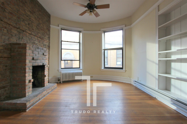 2 Bedrooms, Gold Coast Rental in Chicago, IL for $1,995 - Photo 1