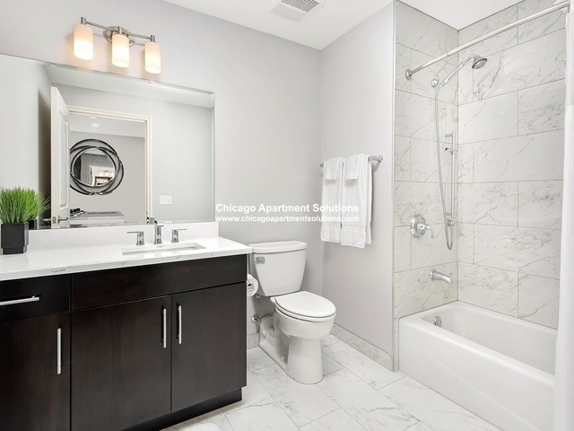 2 Bedrooms, Gold Coast Rental in Chicago, IL for $4,340 - Photo 2