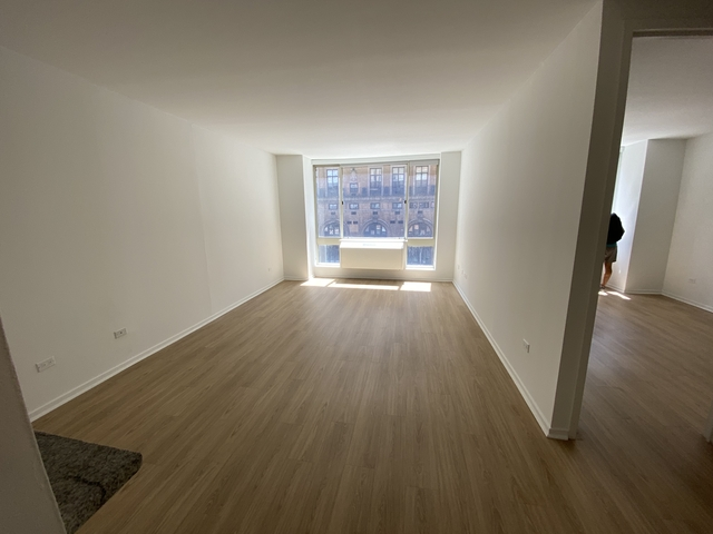 1 Bedroom, Hell's Kitchen Rental in NYC for $2,620 - Photo 1