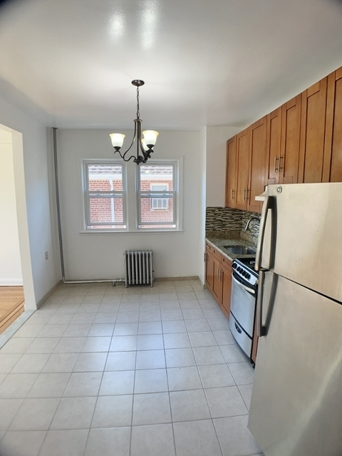 3 Bedrooms, Astoria Heights Rental in NYC for $2,300 - Photo 2