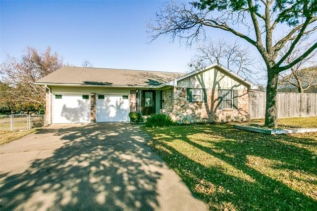 3 Bedrooms, Highland Meadows Rental in Dallas for $1,950 - Photo 2