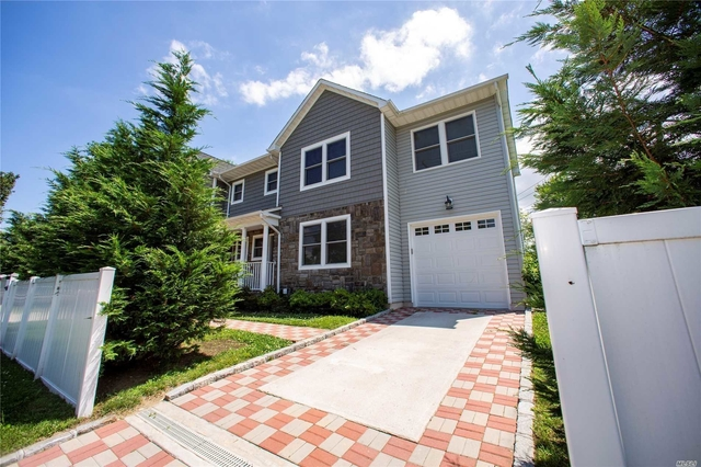 4 Bedrooms, Manorhaven Rental in Long Island, NY for $5,000 - Photo 2