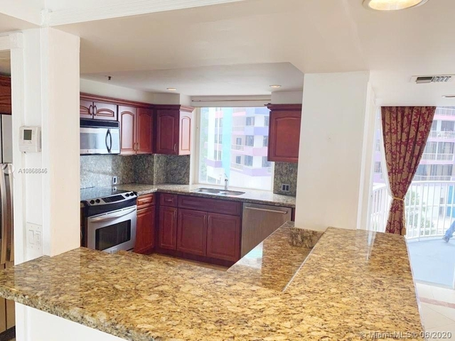 3 Bedrooms, Millionaire's Row Rental in Miami, FL for $3,200 - Photo 1