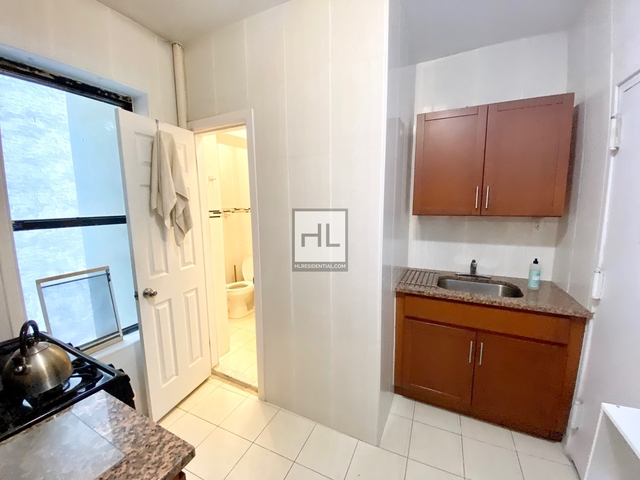 2 Bedrooms, Chinatown Rental in NYC for $3,050 - Photo 2