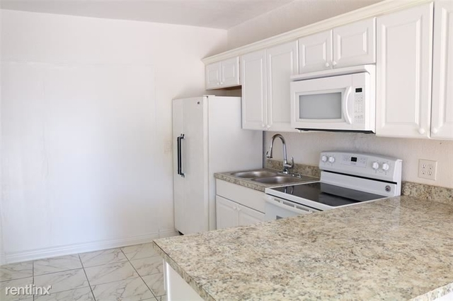 3 Bedrooms, West Park Rental in Miami, FL for $1,895 - Photo 2