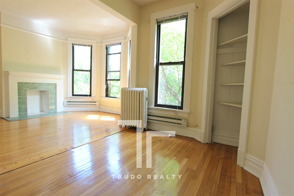 2 Bedrooms, Lincoln Park Rental in Chicago, IL for $1,830 - Photo 2