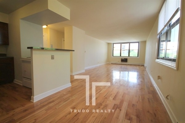 1 Bedroom, Gold Coast Rental in Chicago, IL for $1,820 - Photo 2