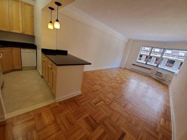 1 Bedroom, Carnegie Hill Rental in NYC for $2,995 - Photo 2