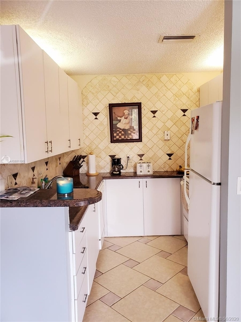 2 Bedrooms, Forest Hills Rental in Miami, FL for $1,390 - Photo 1