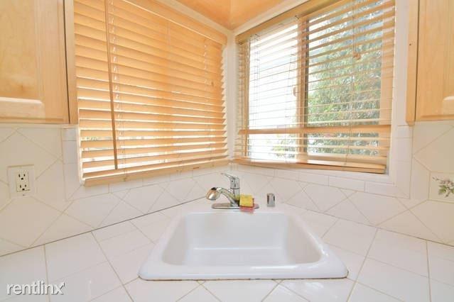 3 Bedrooms, Sherman Oaks Rental in Los Angeles, CA for $2,295 - Photo 2