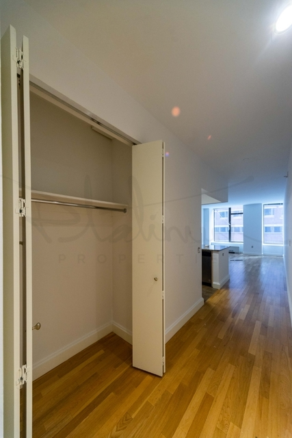 Studio, Financial District Rental in NYC for $2,403 - Photo 2