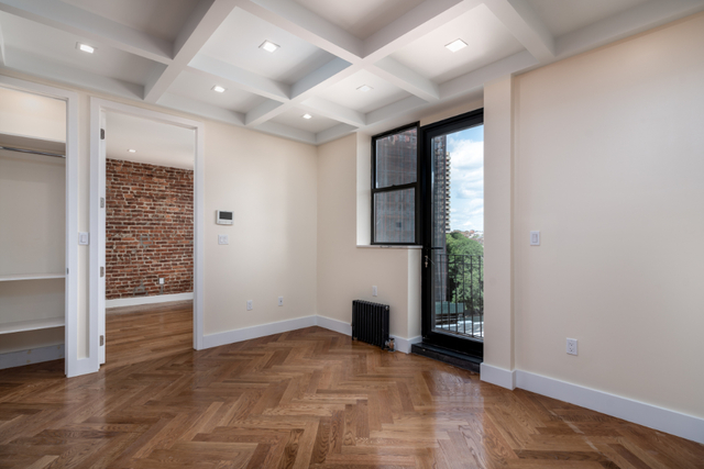 4 Bedrooms, Crown Heights Rental in NYC for $4,705 - Photo 2