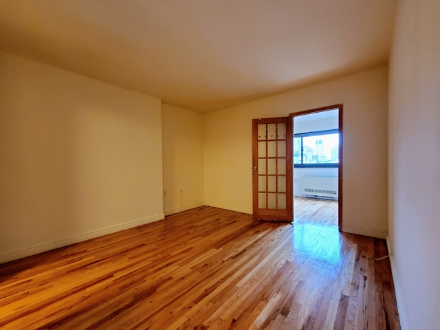 2 Bedrooms, Gramercy Park Rental in NYC for $4,475 - Photo 2