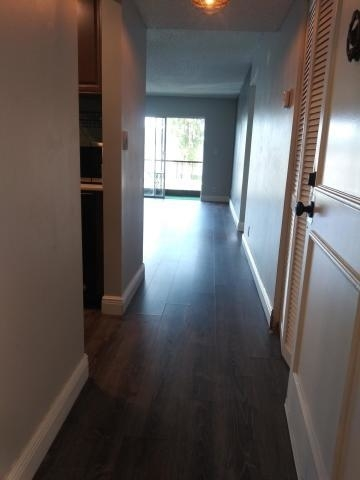 2 Bedrooms, Royal Land Rental in Miami, FL for $1,400 - Photo 2