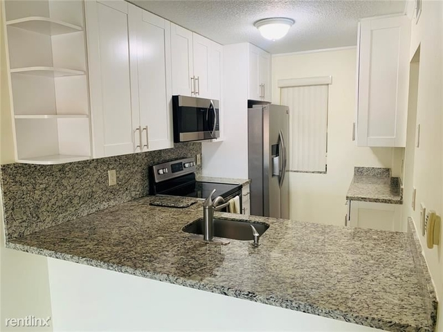 3 Bedrooms, Forest Hills Rental in Miami, FL for $1,600 - Photo 2