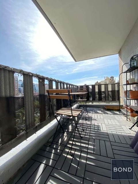 2 Bedrooms, Gramercy Park Rental in NYC for $4,729 - Photo 2