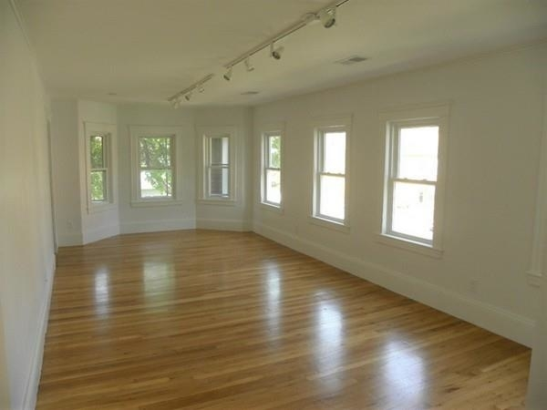 3 Bedrooms, Strawberry Hill Rental in Boston, MA for $3,700 - Photo 1