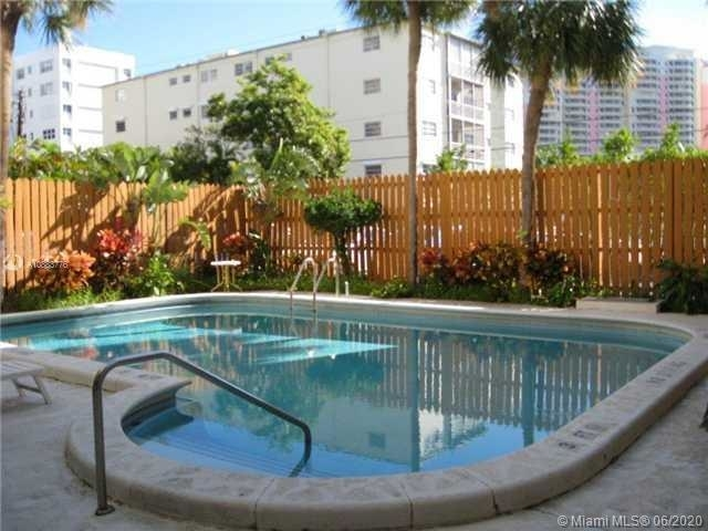 2 Bedrooms, Village of Key Biscayne Rental in Miami, FL for $2,300 - Photo 1
