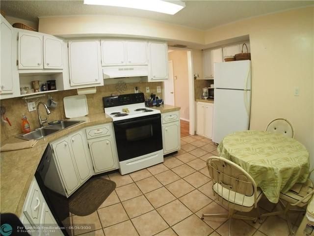 2 Bedrooms, Village Green Rental in Miami, FL for $1,400 - Photo 2