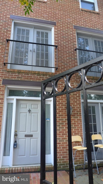 3 Bedrooms, Ballston - Virginia Square Rental in Washington, DC for $3,300 - Photo 1
