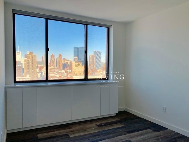 2 Bedrooms, Hell's Kitchen Rental in NYC for $4,160 - Photo 1
