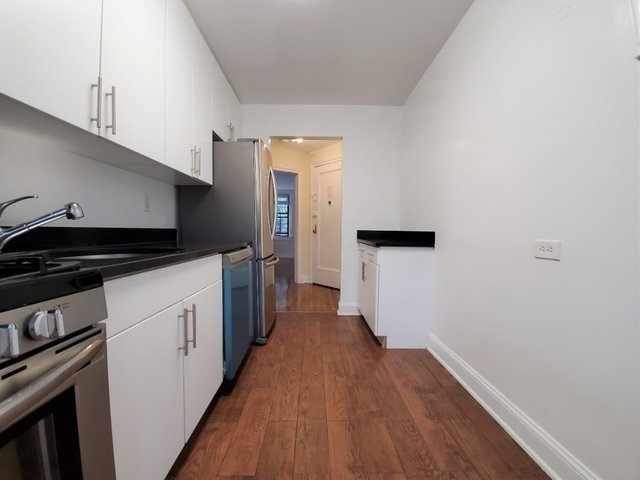 2 Bedrooms, Woodside Rental in NYC for $2,600 - Photo 2