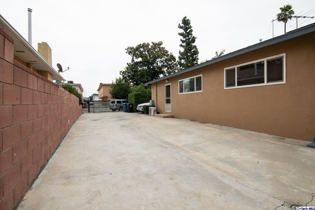2 Bedrooms, Mid-Town North Hollywood Rental in Los Angeles, CA for $2,000 - Photo 2