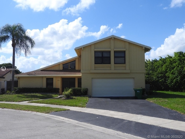5 Bedrooms, Colony West Estates Rental in Miami, FL for $3,800 - Photo 1
