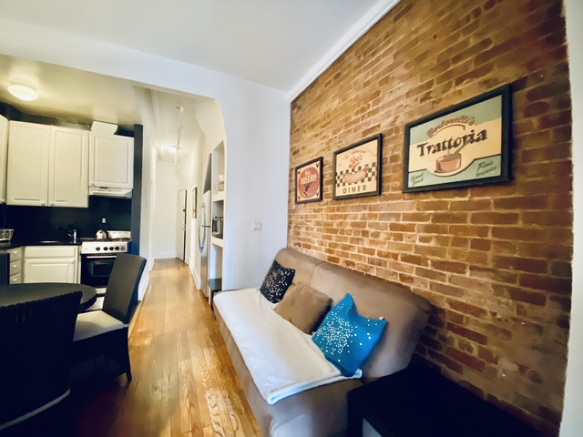 2 Bedrooms, The Gap Rental in Chicago, IL for $3,200 - Photo 2