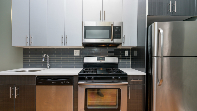 3 Bedrooms, Ridgewood Rental in NYC for $2,599 - Photo 2