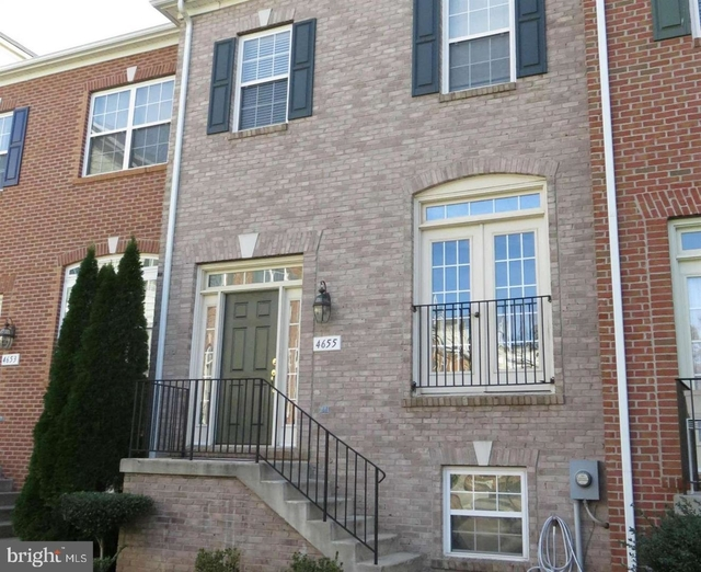 3 Bedrooms, Fairfax Rental in Washington, DC for $2,700 - Photo 1