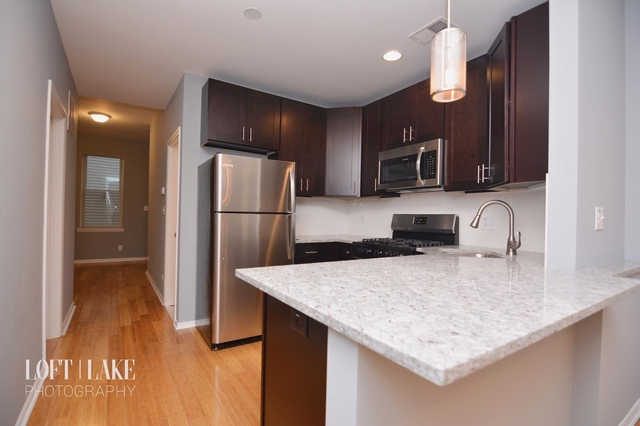 2 Bedrooms, Heart of Chicago Rental in Chicago, IL for $1,800 - Photo 2
