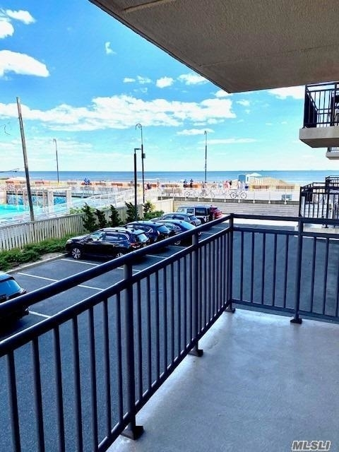 2 Bedrooms, Central District Rental in Long Island, NY for $2,800 - Photo 2