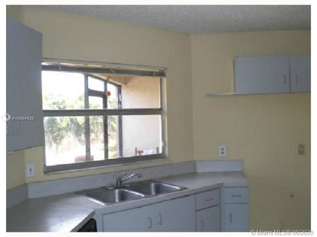 3 Bedrooms, Country Club Rental in Miami, FL for $1,475 - Photo 1