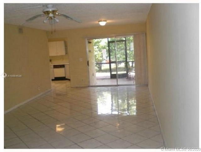 3 Bedrooms, Country Club Rental in Miami, FL for $1,475 - Photo 2