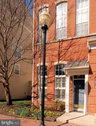 2 Bedrooms, Cameron Station Rental in Washington, DC for $2,350 - Photo 1