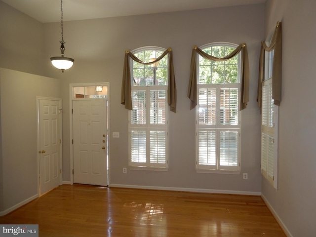 2 Bedrooms, Cameron Station Rental in Washington, DC for $2,350 - Photo 2