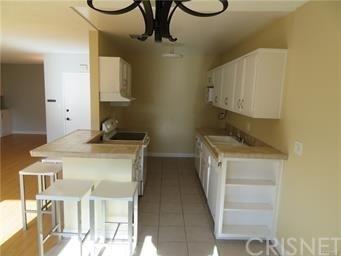 2 Bedrooms, Encino Rental in Los Angeles, CA for $2,100 - Photo 2