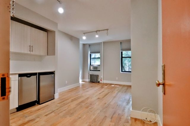 Studio, East Village Rental in NYC for $2,250 - Photo 2