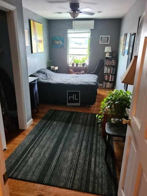 3 Bedrooms, Steinway Rental in NYC for $3,000 - Photo 2