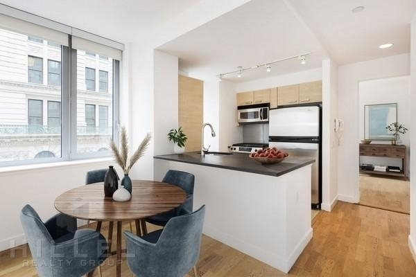 2 Bedrooms, Tribeca Rental in NYC for $6,923 - Photo 2