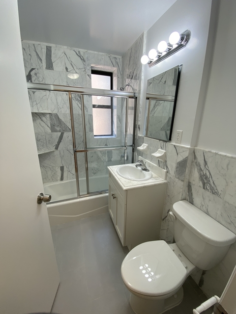 1 Bedroom, Yorkville Rental in NYC for $2,979 - Photo 2
