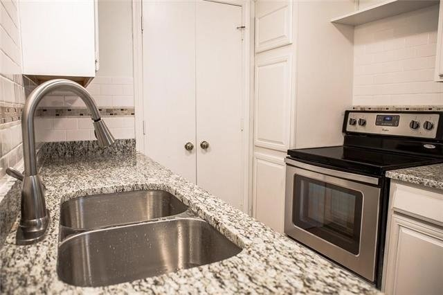 2 Bedrooms, Woodlands on the Creek Rental in Dallas for $1,300 - Photo 2