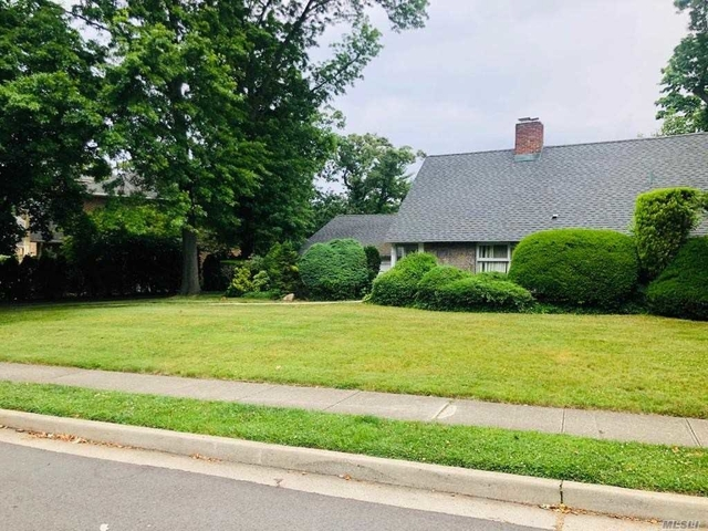 5 Bedrooms, Roslyn Heights Rental in Long Island, NY for $5,000 - Photo 1