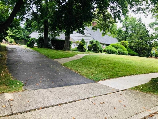 5 Bedrooms, Roslyn Heights Rental in Long Island, NY for $5,000 - Photo 2